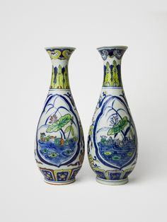Pair of vases China Qing Dynasty (1644-1911) china underblaze in color 19th century H: 15 cm
