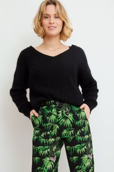 This sweater has been knitted from an endlessly soft fabric blend in a timeless black hue. The wide neckline and dropped shoulders combine for a slouchy-chic impression – tuck the draping style into your favourite denim miniskirt. By Sweet Like You.