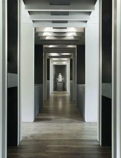 Art as focal point inside a corridor by Belgian office Minus.
