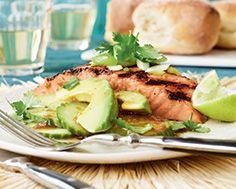 Grillade de saumon à l'australienne, parfumée à la lime et au gingembre, avec salade - À bon Verre bonne table, Été 2014, p. 86