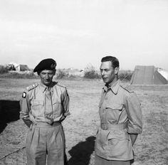 ♔ King George VI with Field Marshal Bernard Montgomery at Eighth Army HQ, Tripoli, 22 June 1943 Bernard Montgomery, Afrika Corps, British Monarchy History, Field Marshal, Military Pictures, King George, British Army, North Africa, Military History