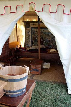 Medieval bucket and tent interior Bell Tent Camping, Camping Set Up, Camping Life, Kayak Camping, Camping Glamping, Winter Camping, Campsite, Camping Hacks, Medieval Furniture