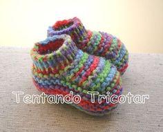 Tentando Tricotar: Sapatinho colorido para bebê Crochet Baby Socks, Knit Baby Booties, Knit Crochet, Baby Knitting Patterns, Baby Patterns, Baby Slippers, Free Machine Embroidery Designs, Yarn Crafts, Crochet Stitches