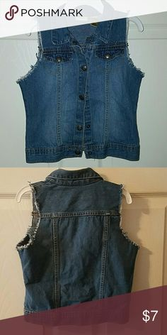 ARIZONA  JEAN CO. Girls Denim Vest Arizona Jeans Co. Girls Denim Vest Size 5T Arizona Jean Company Jackets & Coats Vests