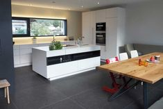 Architektenküche in Weiß