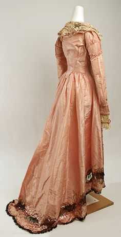Callot Soeurs (French, active Date: Culture: French. Dimensions: Length at CF: 41 in. Length at CB: 63 in. Width at Bottom: 114 in. 1890s Fashion, Edwardian Fashion, Vintage Fashion, Steampunk Fashion, Gothic Fashion, Vintage Gowns, Vintage Lingerie, Vintage Outfits, Victorian Dresses