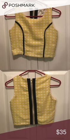 Gianni Bini yellow and black crop top Yellow and white with black accents. Zipper on back Gianni Bini Tops Crop Tops