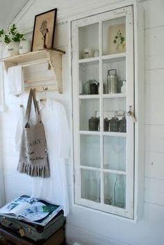 alte-fenster-dekoration-schrank-schmall-vintage-wandverkleidung-holz-weiss-regal old-window-decoration-cabinet-schmall-vintage-wall tiling-wood-white-shelf Shelves, Home Projects, Diy Furniture, Old Windows, Home Decor, Repurposed Furniture, Home Diy, Old Doors, Built In Cabinets