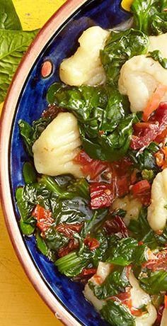 Sie sind auf der Suche nach einem köstlichen veganen Gericht? Probieren Sie das REWE Rezept für selbstgemachte vegane Gnocchi mit Blattspinat. Guten Appetit! »  https://www.rewe.de/rezepte/vegane-gnocchi/