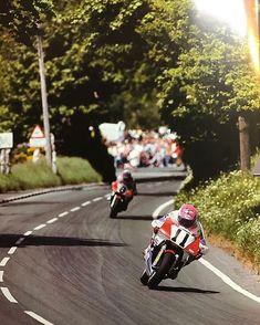 Steve Hislop and @carlfogarty1 1991 Isle of Man TT #iomtt #honda #isleofman #roadrace #moto #90smoto