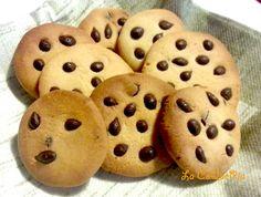 Per la Pasta Frolla consultate la ricetta al seguente indirizzo: Ingredienti: Pasta Frolla Gocce di Cioccolato a piacere Procedimento: Con la pasta…
