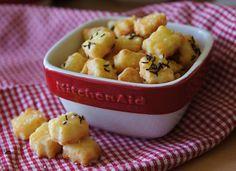 """V kuchyni """"Obyčejné ženy"""": Sýrové kousky k pivu... Kitchenaid, Fruit Salad, Potato Salad, Macaroni And Cheese, Potatoes, Ethnic Recipes, Food, Christmas, Xmas"""