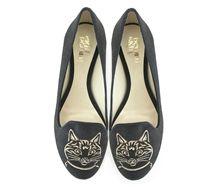 Vegan flat slipper in black faux suede with cat