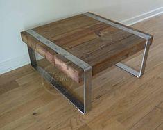 Table basse. Table basse en bois récupéré. Table à café de pattes métallique. Table de site.