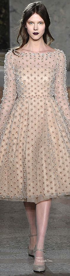 Luisa Beccaria Fall 2015 combines modern romanticism with old world Hollywood glamour in a collection that's elegant and aristocratic. Grunge, Luisa Beccaria, Cool Outfits, Fashion Outfits, Boho, Beige, Runway Fashion, Fashion 2015, Woman Fashion