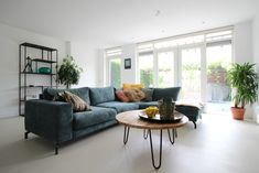 Motion Gietvloeren in ANDELST - UW-vloer.nl Dining Bench, Table, Furniture, Home Decor, Decoration Home, Table Bench, Room Decor, Tables, Home Furnishings