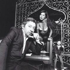 Repost @jeanclaude.deutsch1981. Portrait de Serge Gainsbourg et de sa nouvelle compagne le mannequin Bambou.  Photo: Jean Claude Deutsch.  #jeanclaudedeutsch #parismatch #sergegainsbourg #gainsbourg #portrait #photooftheday #blackandwhite #vintage #legende #music #artist #eighties #bambou #model #paris #french #canon #couple #janebirkin by parismatch_magazine