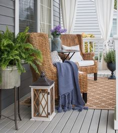 Summer Front Porches, Summer Porch Decor, Small Front Porches, Farmhouse Front Porches, Front Porch Furniture, Outdoor Furniture Sets, Outdoor Decor, Outdoor Rugs, Outdoor Ideas