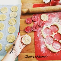 Non vedevo l'ora di provare i timbri natalizi di @tescoma_italia così mi sono inventata una ricetta per #biscotti leggeri senza #lattosio, dopo l'assaggio ve la pubblico sul blog!  [http://www.queenskitchen.it ]  [follow Queen's Kitchen on FB http://on.fb.me/1gq3DMB ] #queenskitchen