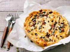 Kantarellipiiras   Valio Eat To Live, Hawaiian Pizza, Cheddar, Vegetable Pizza, Quiche, Baking, Breakfast, Recipes, Food