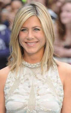 16. Jennifer Aniston Long Bob Jennifer Aniston Long Bob, Jennifer Aniston Hair Color, Jenifer Aniston, Jennifer Aniston Hairstyles, Choppy Bob Hairstyles, Celebrity Hairstyles, Trendy Hairstyles, Wig Hairstyles, Hairstyle Ideas