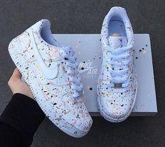 tennis nike mit farbigem Lackdetail moda colors with Jordan Shoes Girls, Girls Shoes, Ladies Shoes, Cute Sneakers, Shoes Sneakers, Winter Sneakers, Women's Sneakers, Black Sneakers, Winter Shoes
