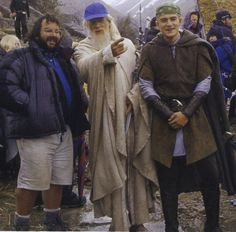 LOTR behind the scenes.... OMG GANDALF WEARING A BALL CAP!