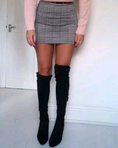 Stylio Fashion Is A Girls Fashion Media Platform that Publish content about fashion/ Style. Long Socks Outfit, Knee Socks Outfits, Winter Boots Outfits, Winter Fashion Outfits, Winter Club Outfits, Thigh High Boots Outfit, Over The Knee Boot Outfit, Thigh High Socks, Tights Outfit