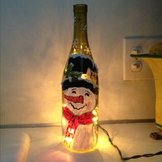 I love snowmen and I love wine :) so I will be making one of these! Wine Bottle Art, Glass Bottle Crafts, Painted Wine Bottles, Lighted Wine Bottles, Bottle Lights, Christmas Wine Bottles, Wine Craft, Pots, Cork Crafts