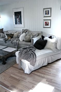 Jeg blir inspirert av Villa Paprika House Rooms, Living Rooms, Room Ideas, Decor Ideas, My Happy Place, Camilla, My House, Basement, Diys