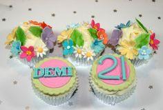 Floral 21st Cupcakes   Flickr – Compartilhamento de fotos!