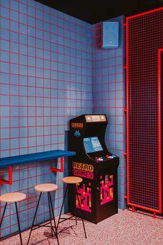 Cafe Interior Design, Cafe Design, Sign Design, Store Design, Vintage Videos, Vintage Video Games, Arcade Retro, Urbane Fotografie, Pompe A Essence