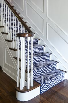 Swoonworthy Staircase Makeover Ideas Painted Staircases and Painted Runners : Navy and White geometric runner by Stark Carpet for this classic home. Custom White wall paneling and painted white risers. Designed by SHOPHOUSE Interiors. Carpet Staircase, Staircase Runner, Navy Stair Runner, Carpet For Stairs, Stairs With Carpet Runner, Painted Staircases, Painted Stairs, Bannister Ideas Painted, Wall Carpet