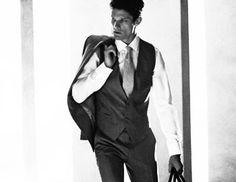 Το κοστούμι στην καλοκαιρινή περίοδο ακολουθεί και αυτό τη μεταβολή της θερμοκρασίας. Οι σωστοί συνδυασμοί παρουσιάζονται στο editorial GQ Italia, σε λήψεις του Adriano Russo. O βρετανός Danny Beauchamp φορά δημιουργίες των Gucci, Dolce