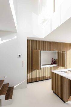 In beeld: Eigenzinnige woning met basis van beton, hout en glas
