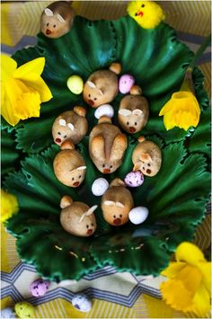 These cute and scrumptious Marzipan Easter Bunnies are a quick and easy way to celebrate the sweet side of Easter while avoiding the processed, commercial confectionary which doesn't always feel so good - especially if you gave it up for Lent. Easter Recipes, Holiday Recipes, Easter Ideas, Easter Crafts, Crafts For Kids, Hemsley And Hemsley, Tiffany Cakes, Met Gala Red Carpet, Baking Muffins