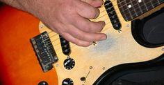 """¿Cómo componer música progresiva?. La música progresiva, también conocida como """"Rock Progresivo"""", comenzó en la década de 1970 como un intento por llevar el rock a un nivel más alto de complejidad y credibilidad musical. Puede ser complicado componer música para este género debido a sus patrones, tiempos y diferentes movimientos a lo largo de la canción. Además, la música ..."""