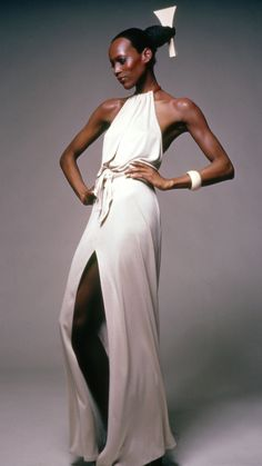 Naomi Sims is one of the most stylish women in history. Here she looks statuesque. #Model #BlackandWhite #elegance