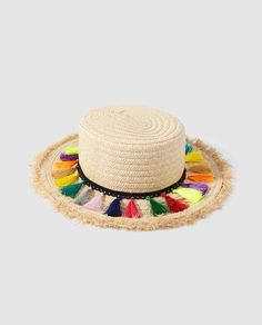 Sombrero canotier con pompones de hilo