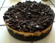 Copycat Cheesecake Factory Oreo Cheesecake is one of the easiest Cheesecake Factory restaurant recipes you can find. This delightful cookies and cream concoction is a quick and easy cheesecake recipe that everyone will love!