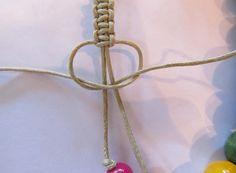 square knots. adjustable friendship bracelet tutorial.