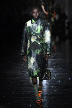 The downfall of  ''thinking'' fashion-Prada Fall 2018 collection