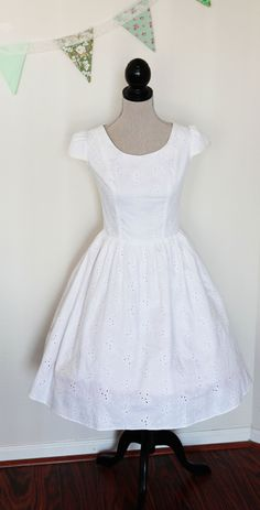 Short Cotton Eyelet Wedding Dress Size X Large