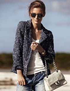 """The tweed jacket has its beginning around the and the from the hand of Gabrielle """"Coco"""" Chanel. Inventor of the """"chic"""" style, the tweed, minimalist clothing and the elegance based on comf… Jeans Boyfriend, Vaqueros Boyfriend, Looks Street Style, Looks Style, Style Me, 20s Style, Mode Outfits, Casual Outfits, Vest Outfits"""
