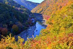 The Hozu-gawa River in autumn colors