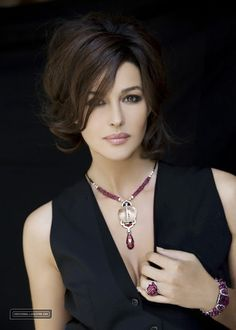 Cartier Jewelry Andi how about this haircut and style after wedding? My G Monica Bellucci Monica Bellucci, Most Beautiful Women, Beautiful People, Italian Actress, Italian Beauty, Timeless Beauty, Beautiful Actresses, Pretty Face, Short Hair Styles