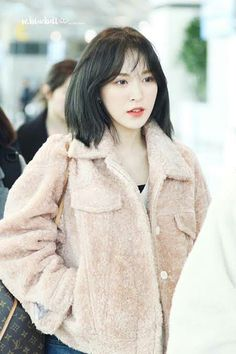 Hairdressers Reveal That Many Ask For Red Velvet's Wendy Hair Cut In Korea Seulgi, Wendy Red Velvet, Velvet Shorts, Velvet Hair, New Hair, Hairdresser, Kpop Girls, Cool Hairstyles, Short Hair Styles