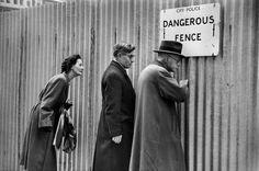 .GB. ENGLAND. London. 1954 - Photo Marc Riboud