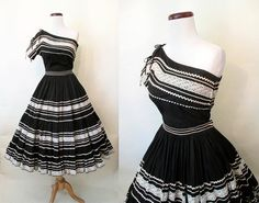 Amazing Two Piece Off the Shoulder Patio Dress Squaw Dress with Full… Vintage Dresses 50s, Vintage Outfits, Vintage Fashion, Dress Outfits, Cool Outfits, Fashion Outfits, Fiesta Dress, Full Circle Skirts, Skirt Set
