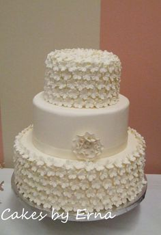 This flower wedding cake was made for the wedding show I was at a ...